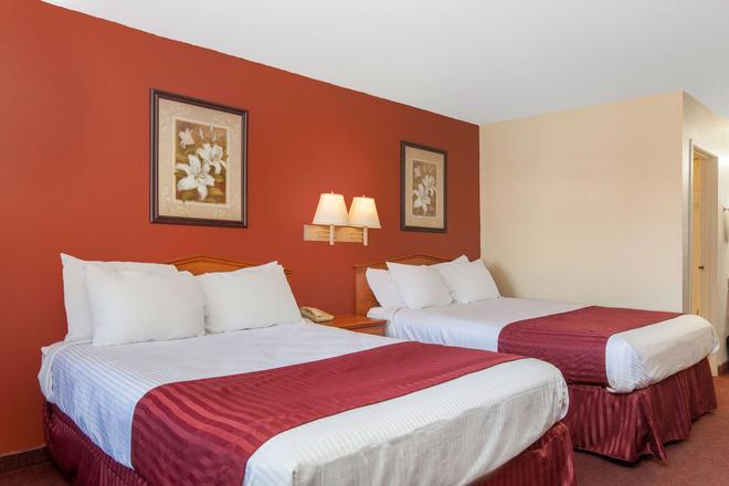 Americas Best Value Inn & Suites Bakersfield Central - Bakersfield - Habitación