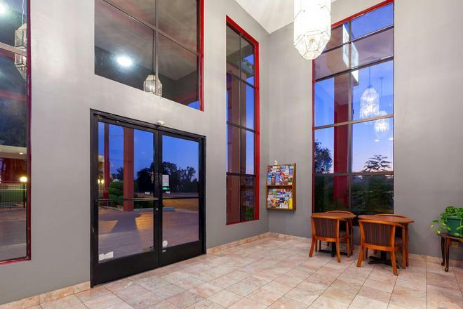 Americas Best Value Inn & Suites Bakersfield Central - Bakersfield - Recepción