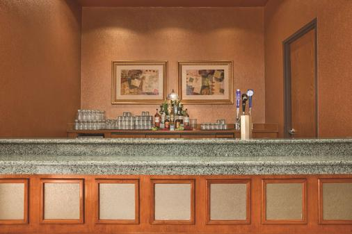 Embassy Suites by Hilton Hot Springs Hotel & Spa - Hot Springs - Buffet