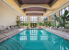 Embassy Suites by Hilton Hot Springs Hotel & Spa - Hot Springs - Πισίνα