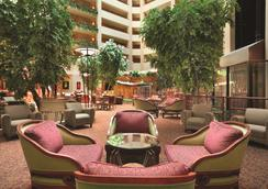 Embassy Suites by Hilton Hot Springs Hotel & Spa - Hot Springs - Hành lang