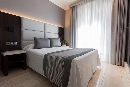 Hotel Europa - Pamplona - Bedroom