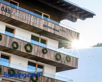 Das Zwölferhaus - Hinterglemm - Building