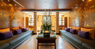 Burasari Phuket Resort & Spa (Sha Plus+) - Patong - Living room