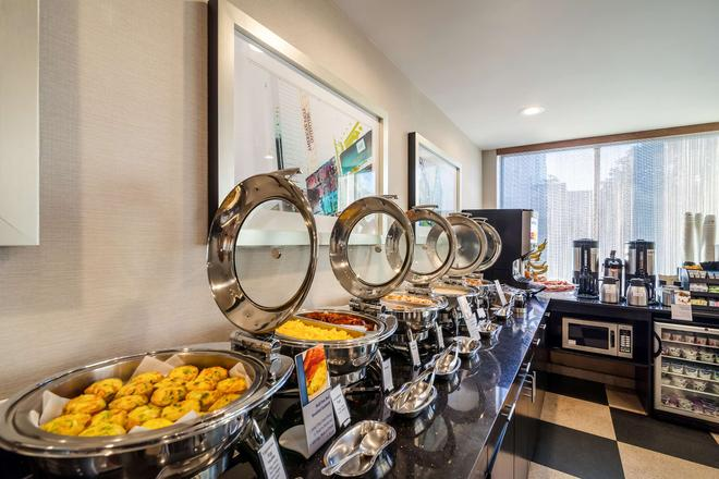 Best Western Plus Plaza Hotel - Queens - Buffet