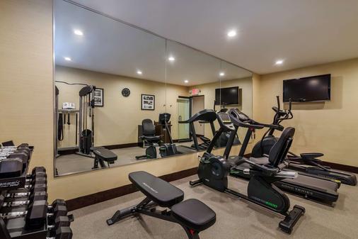 Best Western Plus Plaza Hotel - Queens - Gym