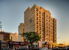 Best Western Plus Plaza Hotel - Queens - Toà nhà