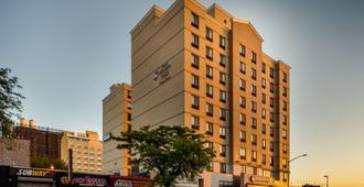 Best Western Plus Plaza Hotel - Queens - Edificio