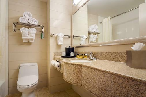Best Western Plus Plaza Hotel - Queens - Phòng tắm