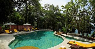 班克拉廷布吉渡假酒店 - 卡隆 - 拉威 - 游泳池