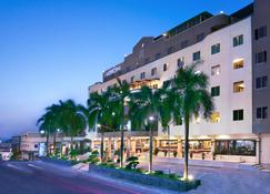Aston Karimun City Hotel - Bati - Building