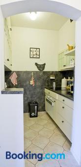 Rooms Zagreb 17 - Zagreb - Kitchen