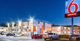 Motel 6 Austin South - Airport - Austin - Gebäude