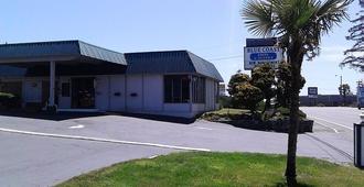 Blue Coast Inn & Suites - Брукингс - Здание
