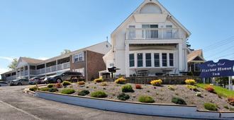 Cape Cod Harbor House Inn - היאניס