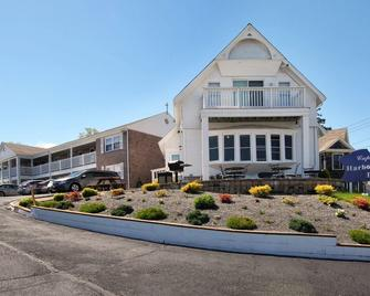 Cape Cod Harbor House Inn - Hyannis - Building