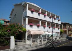 Hotel Eliani - Grado - Building