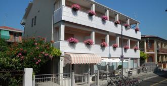 Hotel Eliani - גראדו - בניין