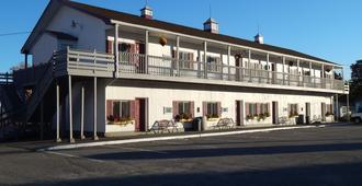 Acadia Sunrise Motel - Trenton - Building
