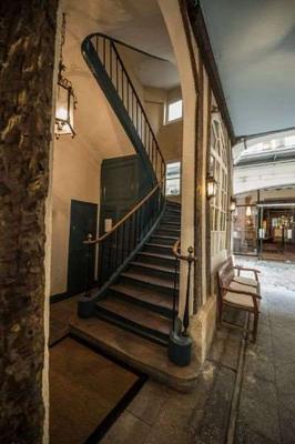 保姆娛樂酒店 - 巴黎 - 階梯
