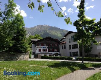 Adventure Hostel - Klosters-Serneus - Building