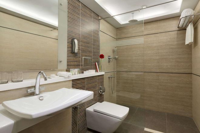 欽奈埃格莫雷華美達酒店 - 欽奈 - 欽奈 - 浴室