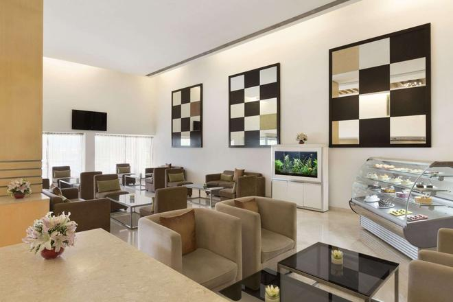 Ramada by Wyndham Chennai Egmore - Madrás - Lounge