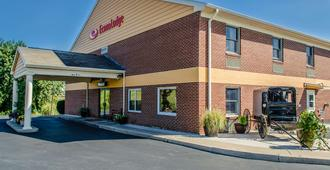 Econo Lodge Amish Country - Lancaster - Building