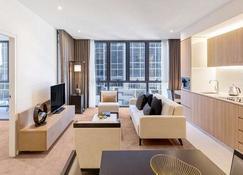 SKYE Hotel Suites Parramatta - Парраматта - Гостиная