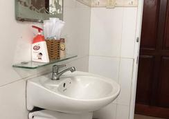 Van Khang Hotel - Ho Chi Minh City - Bathroom