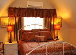 Victorian Inn & Carriage House - Gardiner - Bedroom