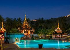Mercure Mandalay Hill Resort - Mandalay - Pileta