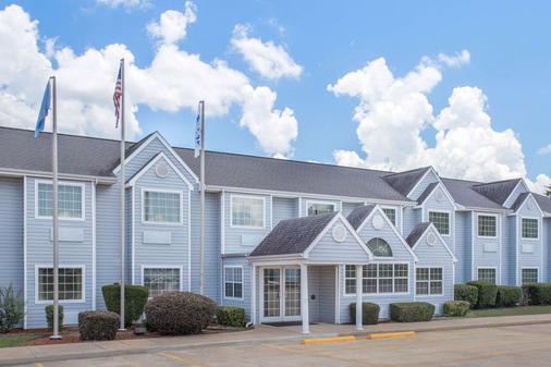 Microtel Inn & Suites by Wyndham Broken Bow - Broken Bow - Edificio
