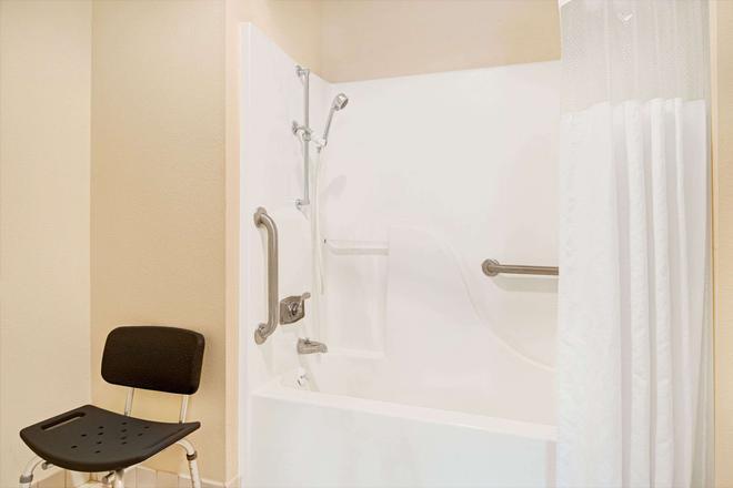 Days Inn & Suites by Wyndham Kansas City South - Κάνσας Σίτυ - Μπάνιο