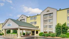 Days Inn & Suites by Wyndham Kansas City South - Kansas City - Edificio