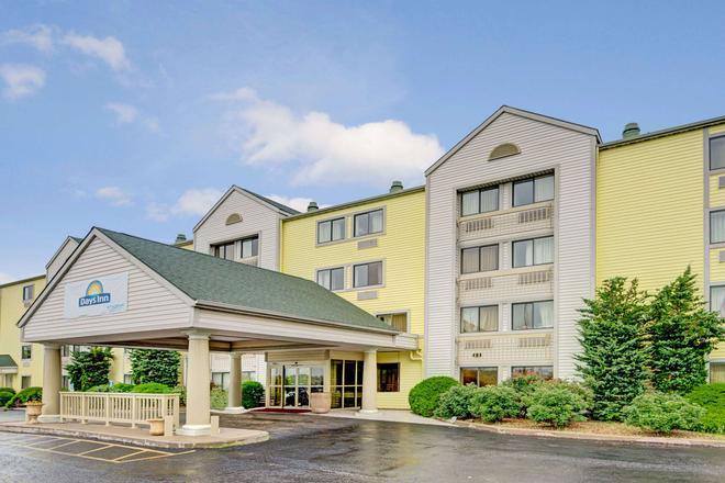 Days Inn & Suites by Wyndham Kansas City South - Kansas City - Rakennus