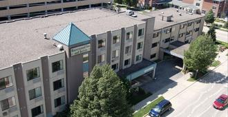 Brentwood Inn & Suites - Rochester - Building