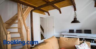 Apartmenthaus Finkenherd 5 - Quedlinburg - Wohnzimmer