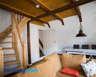 Apartmenthaus Finkenherd 5 - Кведлінбург - Living room