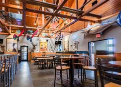 Comfort Inn Colby - קולבי - מסעדה
