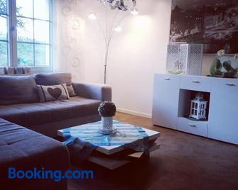 Ferienwohnung auf der Hilkenhöhe - Ізерлон - Living room