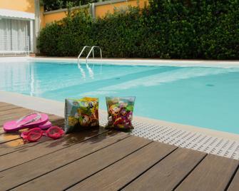 Hotel Mistral 2 - Oristano - Bazén