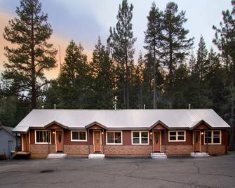 Moderne Hostel - Mammoth Lakes - Building