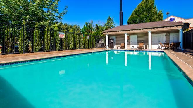Best Western Grand Manor Inn - Springfield - Uima-allas