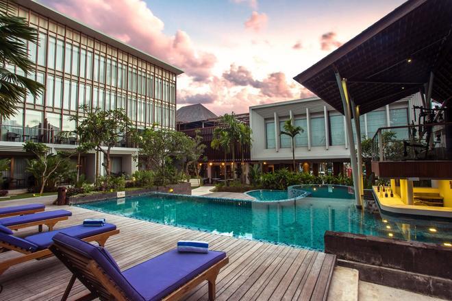 萊里納努沙杜瓦酒店 - 努沙杜瓦 - 烏魯瓦圖 - 游泳池