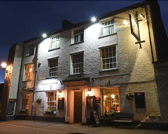 Kings Arms Hotel - Carnforth - Building