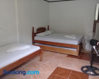 Hostel Orozco - Costa Rica - Río Cuarto - Bedroom