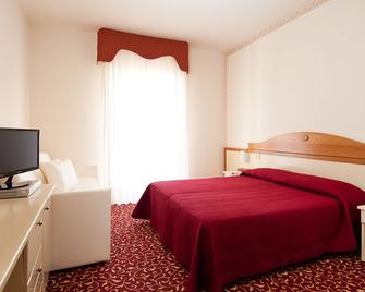Le Ginestre Family Wellness Hotel - Vieste - Bedroom