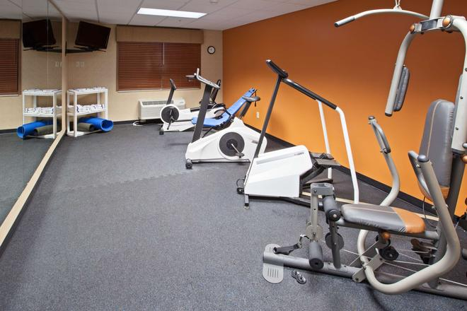 Country Inn & Suites by Radisson, Lansing, MI - Lansing - Gym