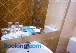 Classic Hotel - Budapest - Bathroom